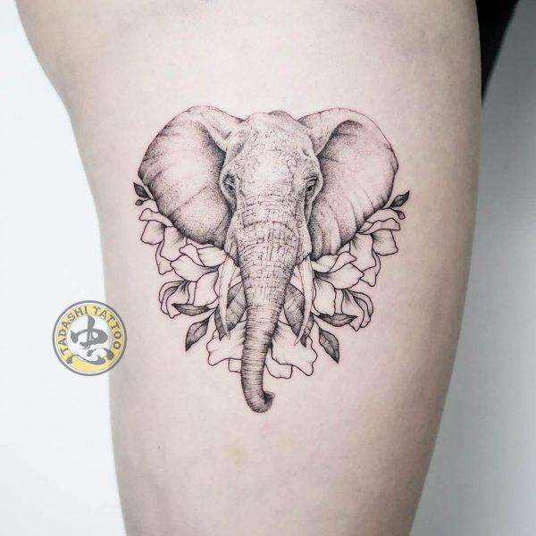 Hình xăm con voi với đường nét tinh tế, nghệ thuật, sắc sảo cho tuổi canh ngọ