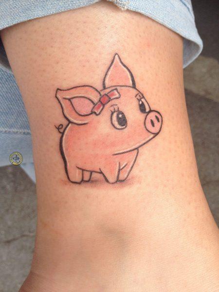 hình xăm chú lợn nữ tính vừa hợp phong thủy vừa dễ thương cho các bạn nữ tuổi quý hợi