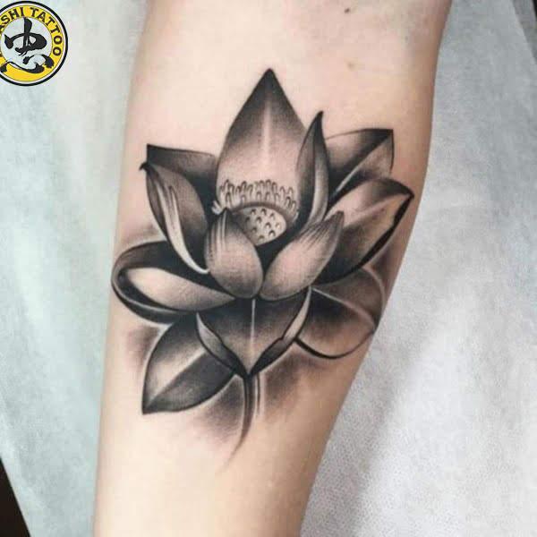 bông hoa sen tuyệt đẹp xăm cho cổ tay