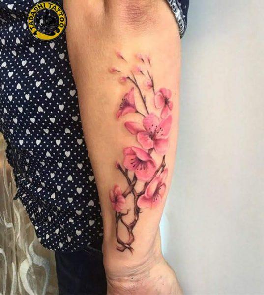 hoa đẹp xăm cho cổ tay của phái nữ