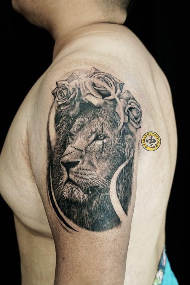xăm hình sư tử và hoa hồng