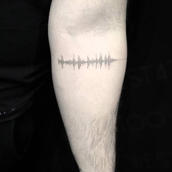 hình xăm ghi âm giọng nói