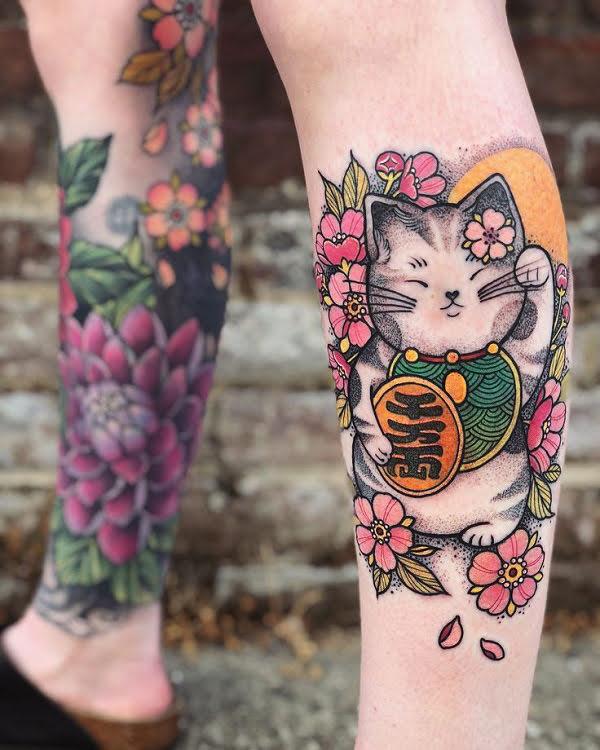 xăm hình mèo thần tài ở chân