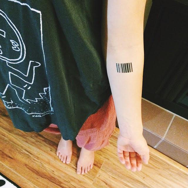 xăm hình mã vạch ở cổ tay